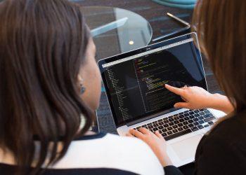 O uso da tecnologia é cada vez mais essencial no dia a dia das empresas. Conheça três setores das empresas onde a tecnologia é indispensável.